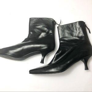 STUART WEITZMAN Black leather ankle booties sz 8.5